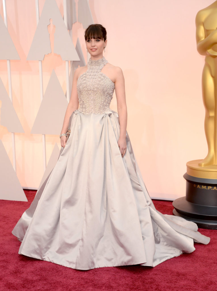 felicity-jones-oscars-red-carpet-2015
